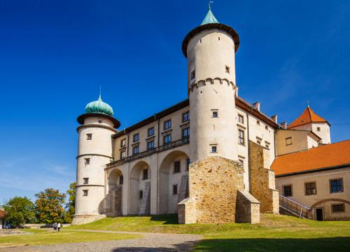 To the Wiśnicz stronghold
