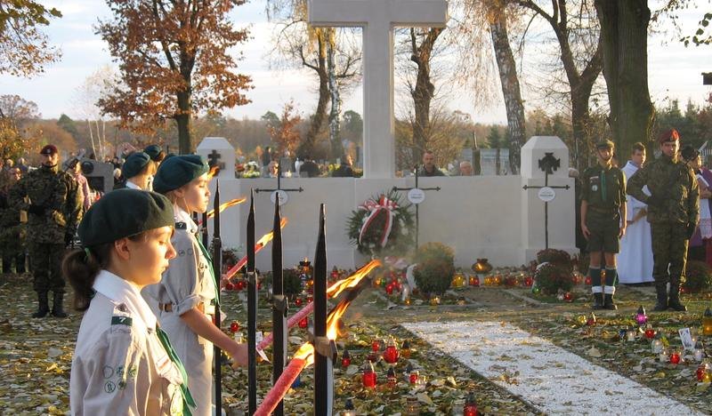 War cemetery from the First World War no. 327, Niemołomice
